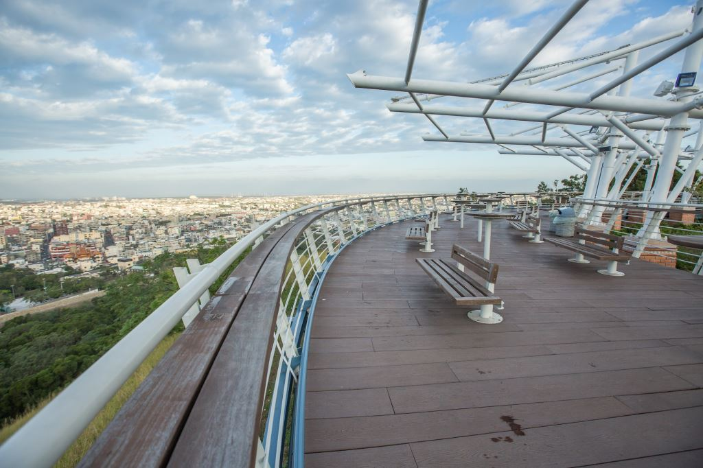 鰲峰山公園占地約60公頃,園區內的玉帶橋與觀景平台都擁有極佳視野。圖/台中觀光旅遊網