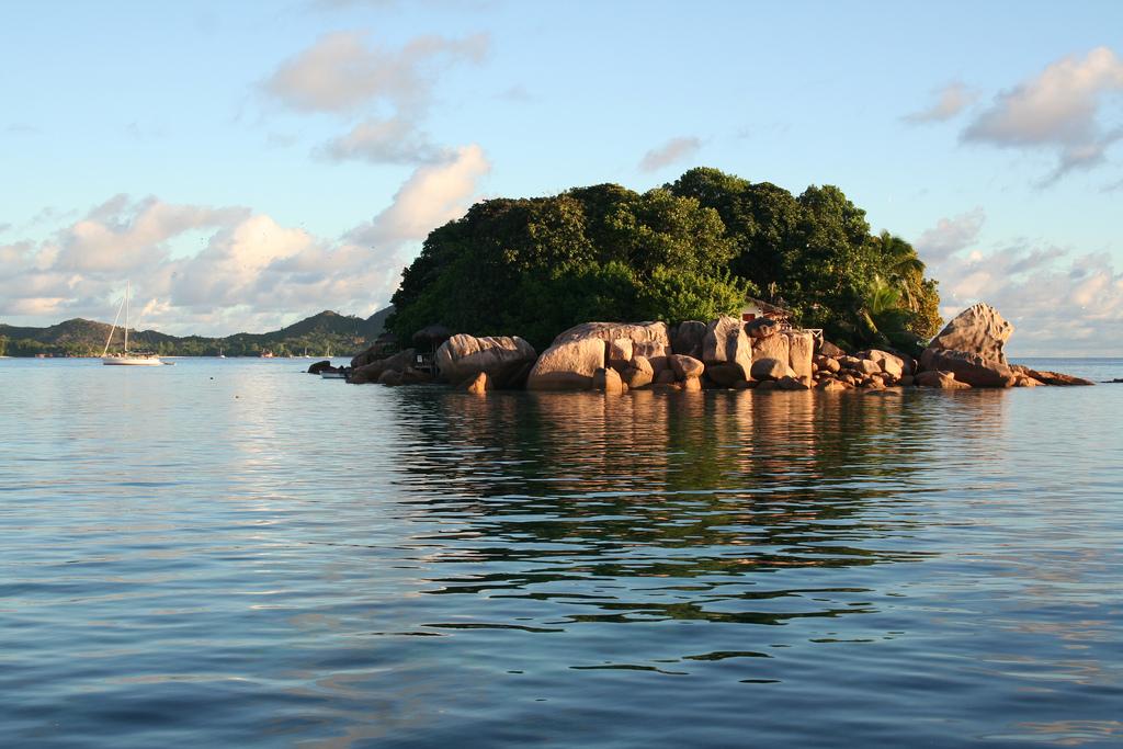 花崗岩塞席爾群島 (Photo by Olivier GRYSON, License: CC BY 2.0, 圖片來源www.flickr.com/photos/oliviergryson/4478050441)