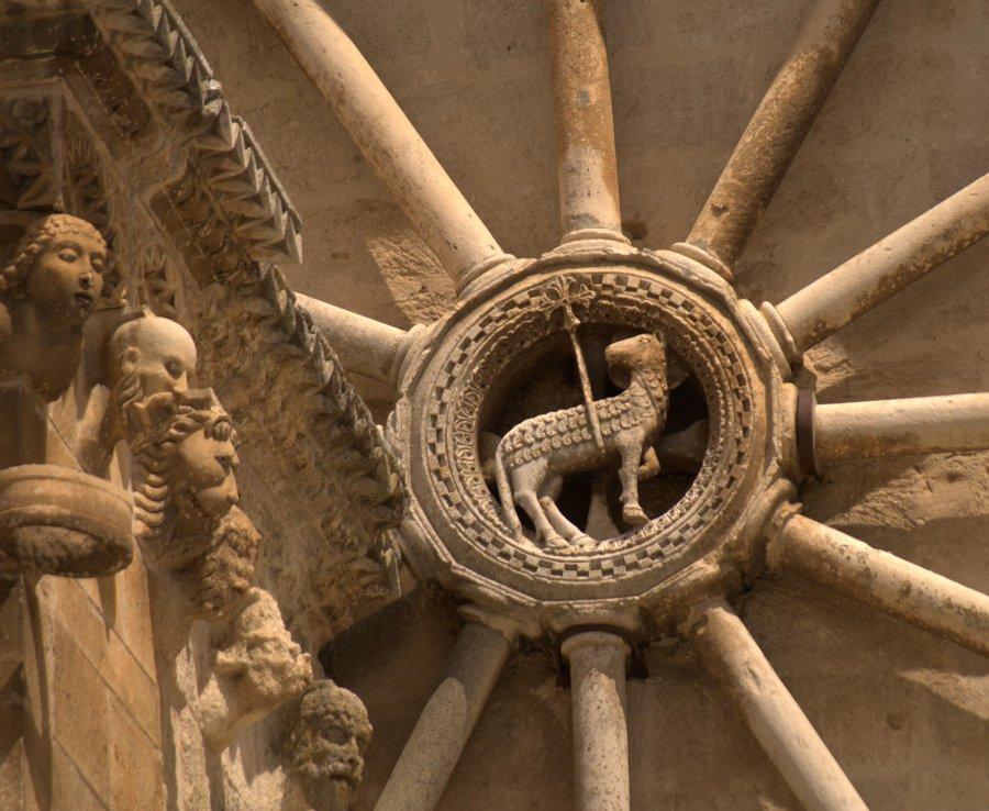 格拉維納大教堂 (Photo by Arditogi, License: CC BY-SA 3.0, Wikimedia Commons提供)