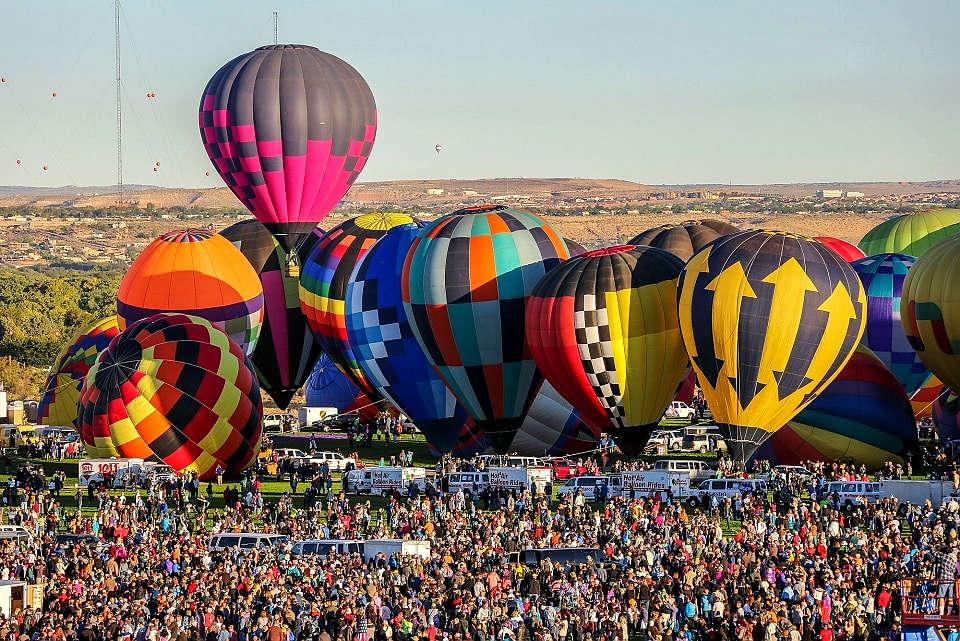 阿爾伯克基國際熱氣球嘉年華 (圖片來源:https://balloonfiesta.com)
