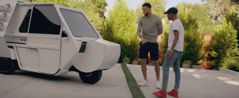 圖/雖然是整人影片,但Stephen Curry還是很認真介紹QXzero CONCEPT 三輪車各種功能。