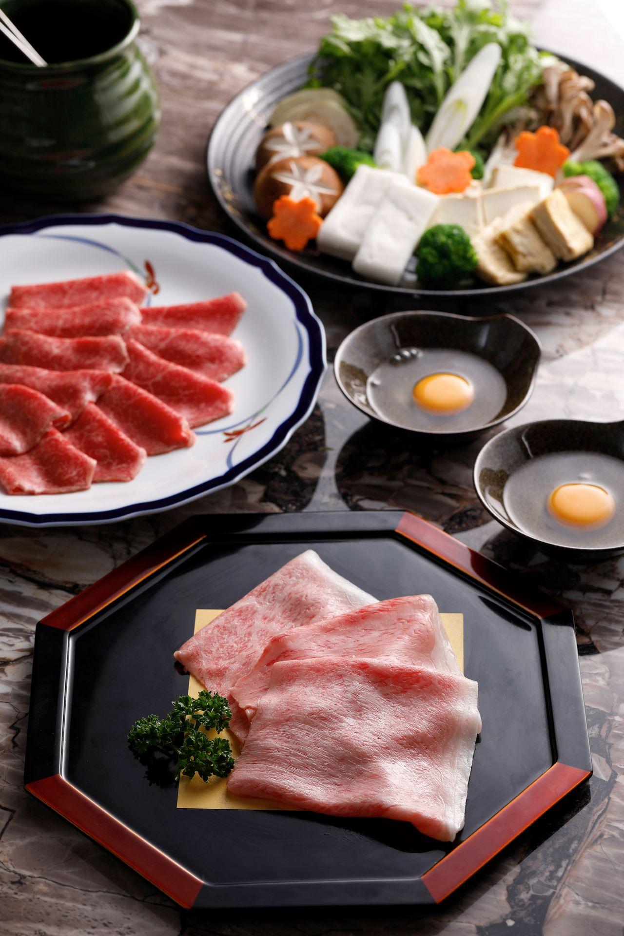 樂軒 松阪亭為全台首家供應日本A5和牛關西風壽喜燒。