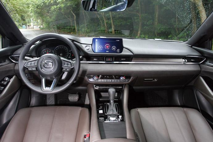 人車一體在車室的部分,強調人車一體的舒適度與猶如身體感官延伸的設計,其中更是創造出高質感的座艙氛圍,不管是舒適度或是美學設計都能夠感受到具高檔車的水準表現。 版權所有/汽車視界