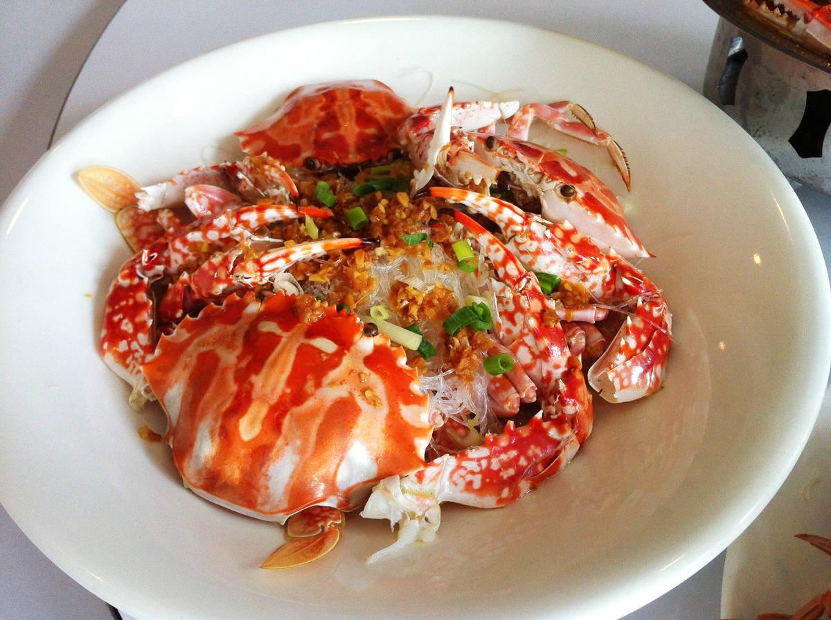 新鮮花蟹與粉絲共煮,紅色花紋引起眾人食慾(圖片來源:新北市政府)