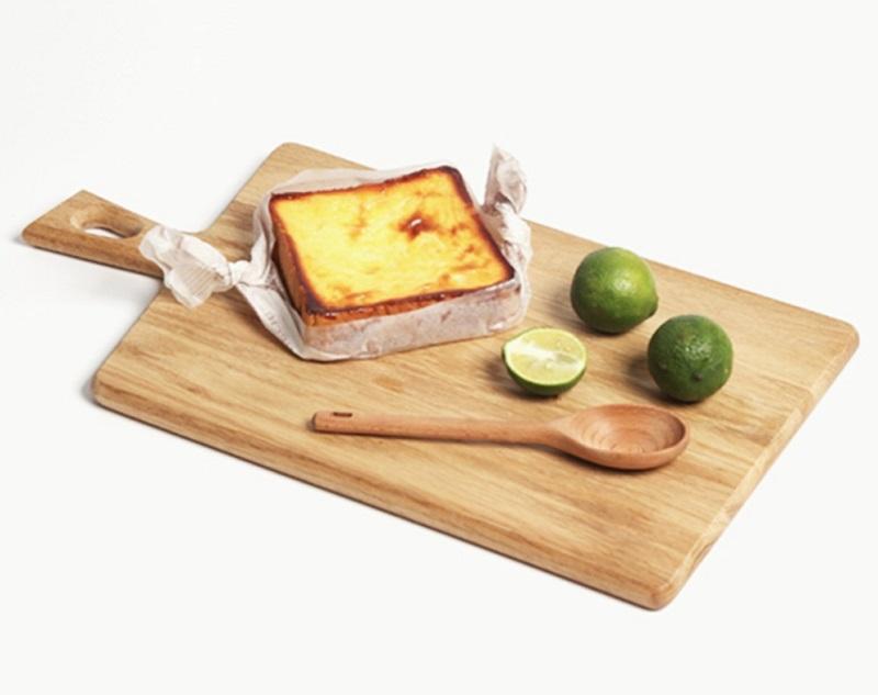 木砧板除了營造氣氛,也具有分割食物及盛盤功能。(圖片來源:Yahoo購物中心)