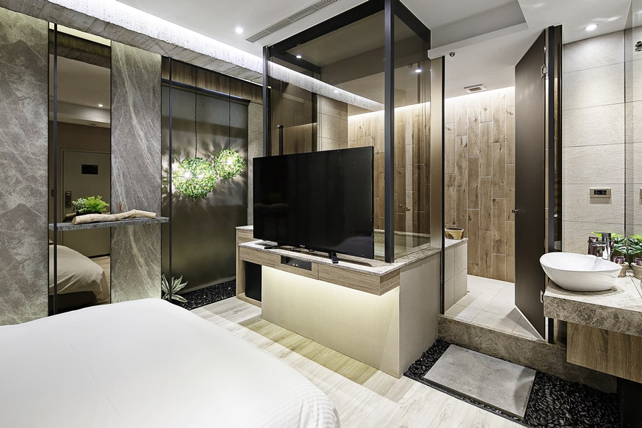 湯屋設計採用大面玻璃牆通透明亮 。攝影/張晨晟