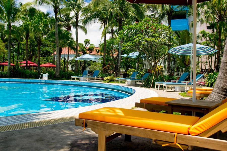 戶外椰林泳池富南洋風情。圖片提供/趣淘漫旅-台南