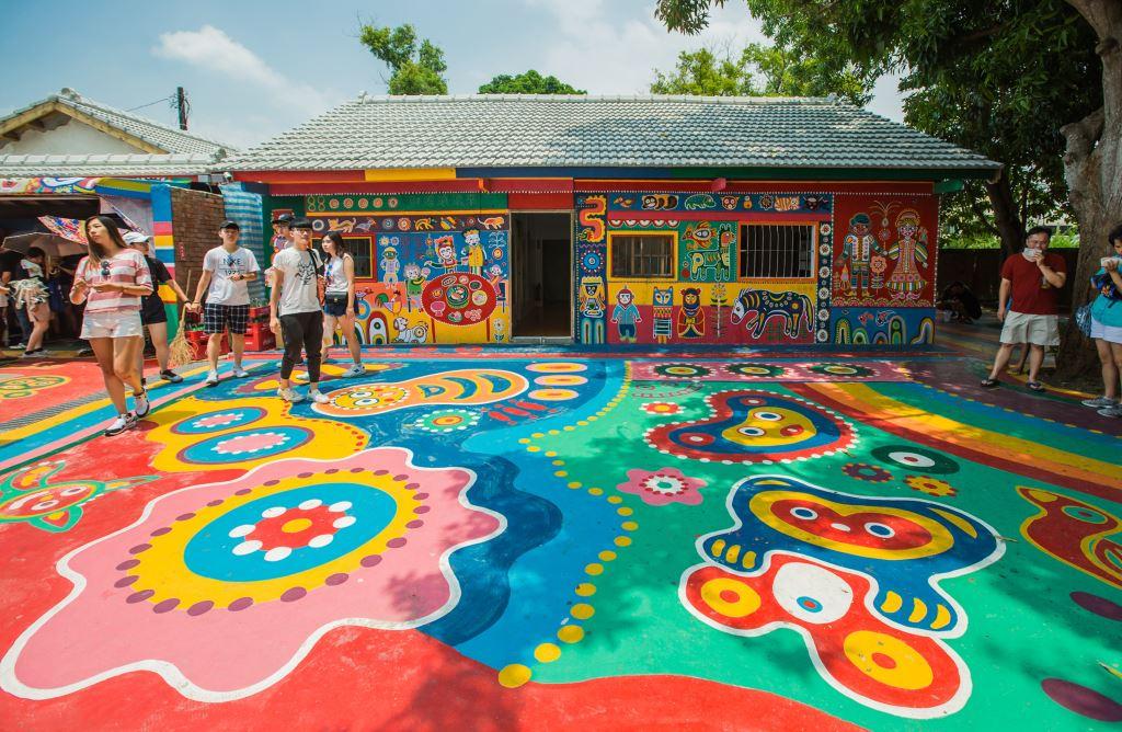 老眷村因為彩虹爺爺的繽紛畫筆,創造出新的風景。