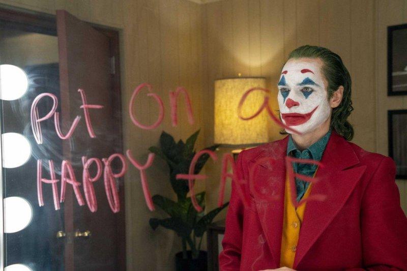 《小丑》導演:瓦昆菲尼克斯不會對上羅伯派汀森