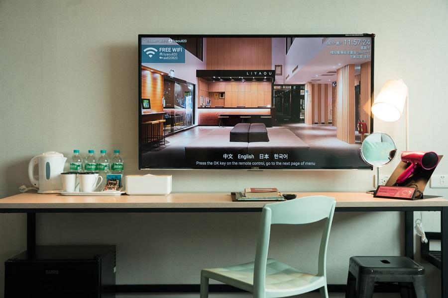 大型壁掛電視觀賞視野佳。 攝影/李文欽