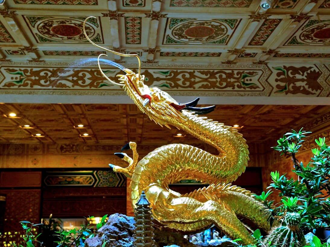 位於金龍廳的這條金龍,也是臺灣神社的遺物,已有100餘年的歷史,又稱之為「百年金龍」(圖片來源:圓山大飯店)