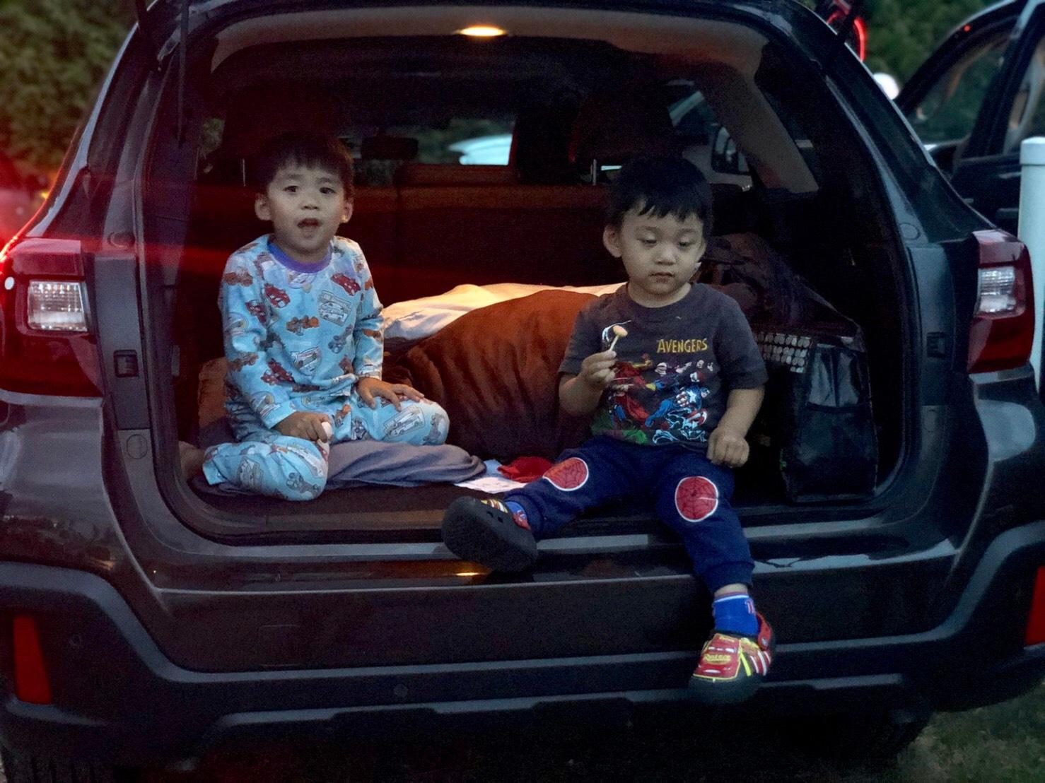 ▲孩子們第一次體驗露天電影院,覺得非常興奮。