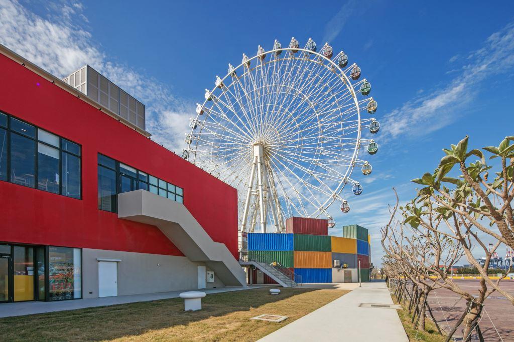 台中港三井是台灣首座海港型購物商城,擁有獨特的海港特色與景致。圖/台中觀光旅遊網