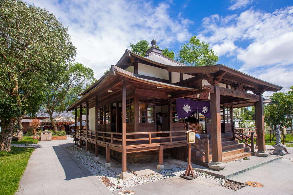 慶修院是台灣東部保存最為完整的日式寺院,因此被列為花蓮縣定三級古蹟。圖/花東縱谷國家風景區