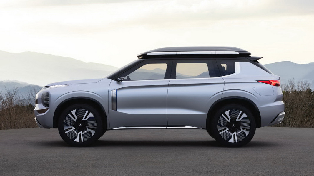 圖/方正俐落的車身線條,寬闊的金屬格柵網、搭配銳利的日行燈與頭燈組,這些細節與Engelberg Tourer Concept概念車很接近。
