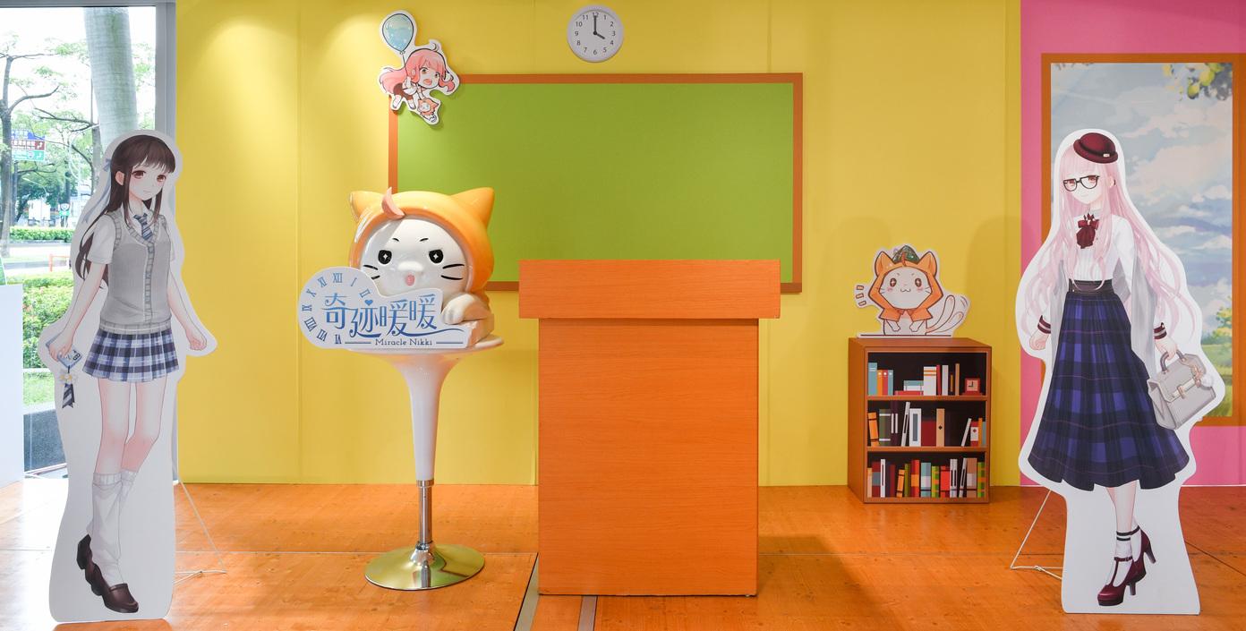 ▲教室內處處可以看到暖暖、大喵的身影。