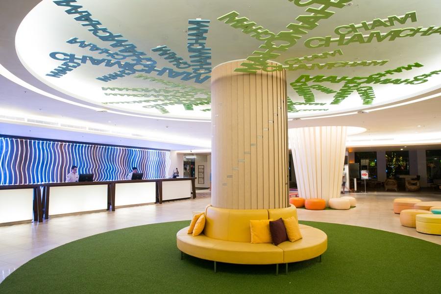 寬敞大廳以大樹概念意象延伸。攝影/李文欽