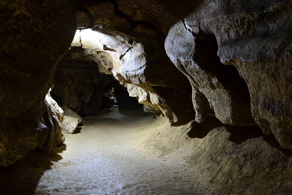 克里夫切水晶洞 (Photo by Tanya Troyan, License: CC BY-SA 4.0, Wikimedia Commons提供)