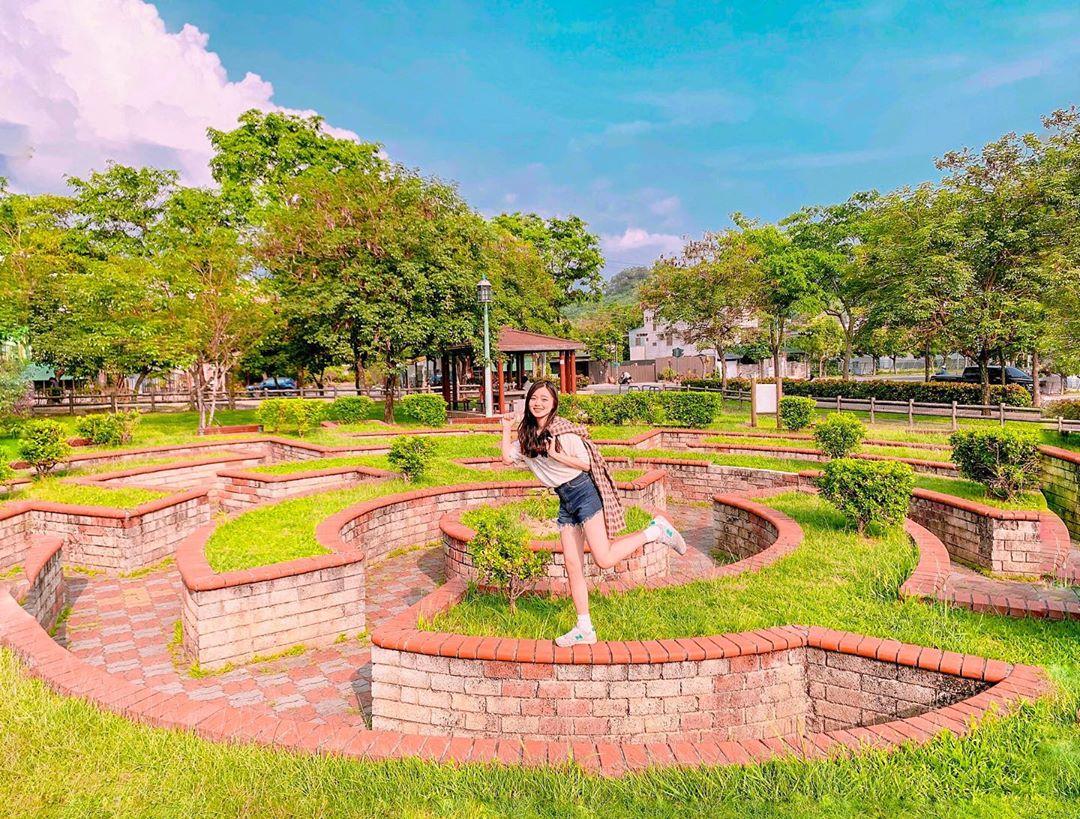 綠叢迷宮為熱門拍照景點,也有不少網友拍攝創意空拍照。