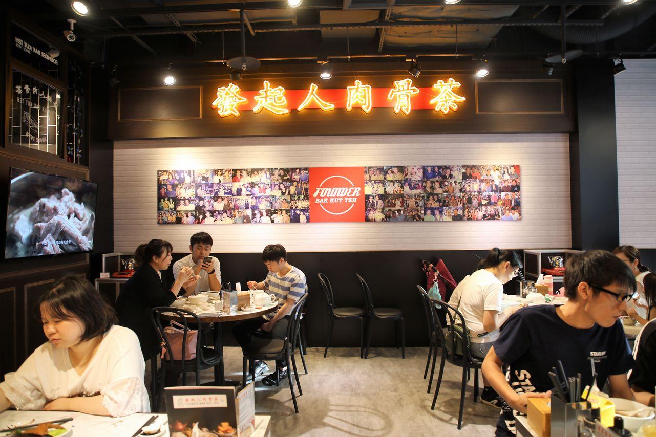明星牆一直是「發起人」肉骨茶的特色,台灣店也延續此特色。