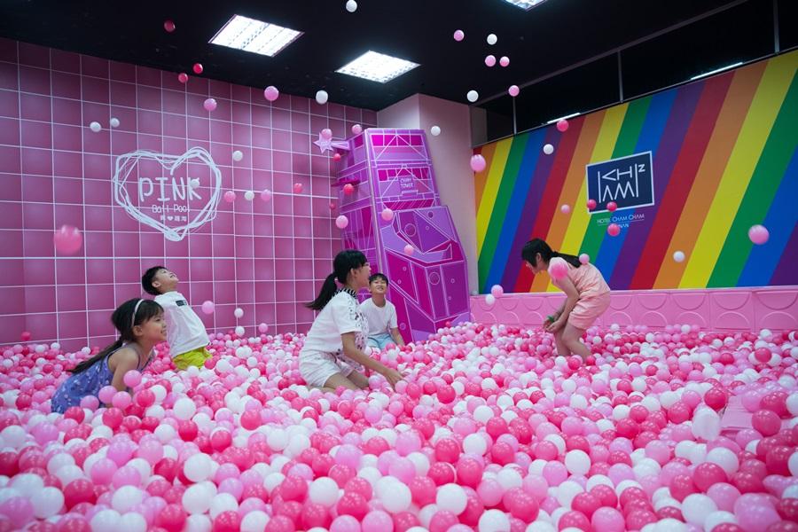 超夢幻的粉紅球池。攝影/李文欽