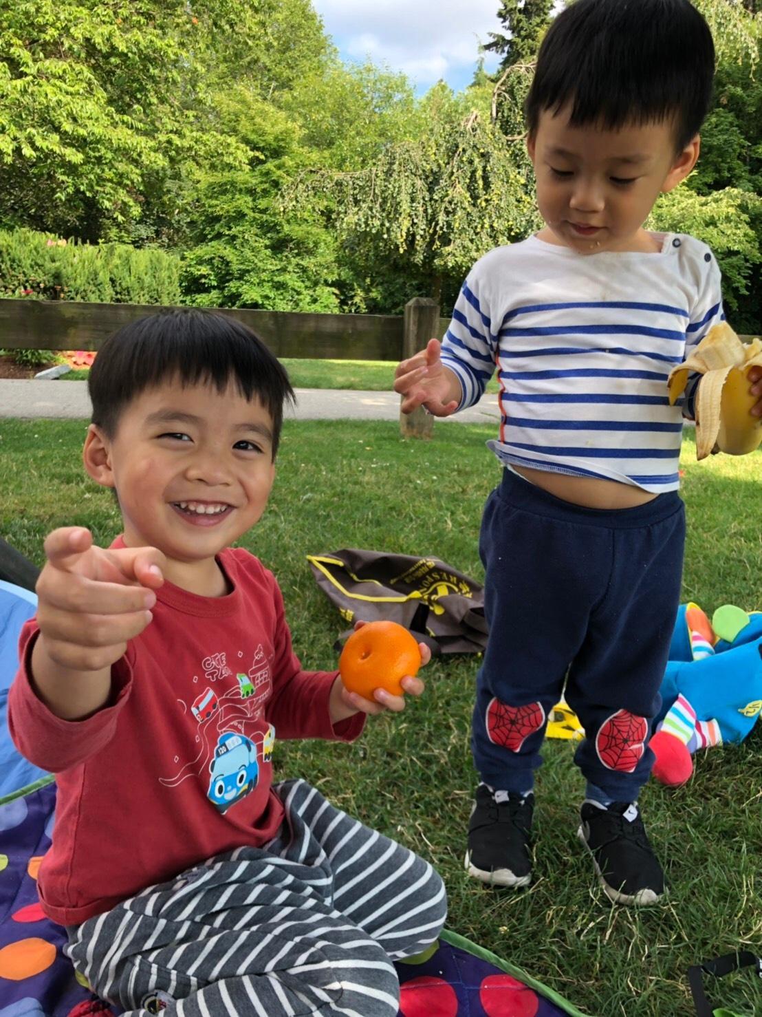 ▲李培禎讓孩子們在溫哥華盡情享受大自然。