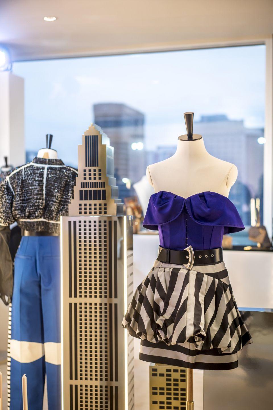 路易威登2020早春女裝的靈感原來是來自《蝙蝠俠》的高譚市!紐約華爾街、斗篷元素、貓女皮革...Nicolas Ghesquière宅男魂大爆發!