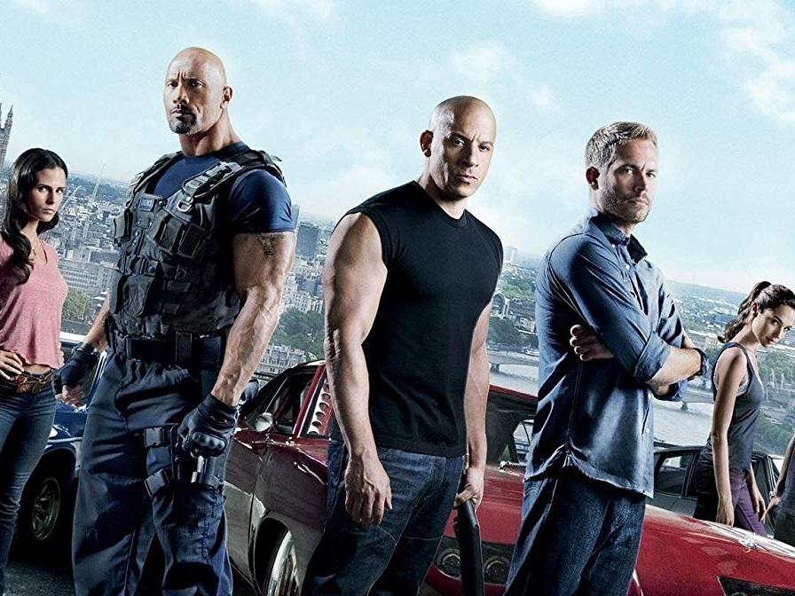 保羅沃克和馮迪索、巨石強森過去一起拍攝《玩命關頭》系列電影。(圖/《玩命關頭》劇照)
