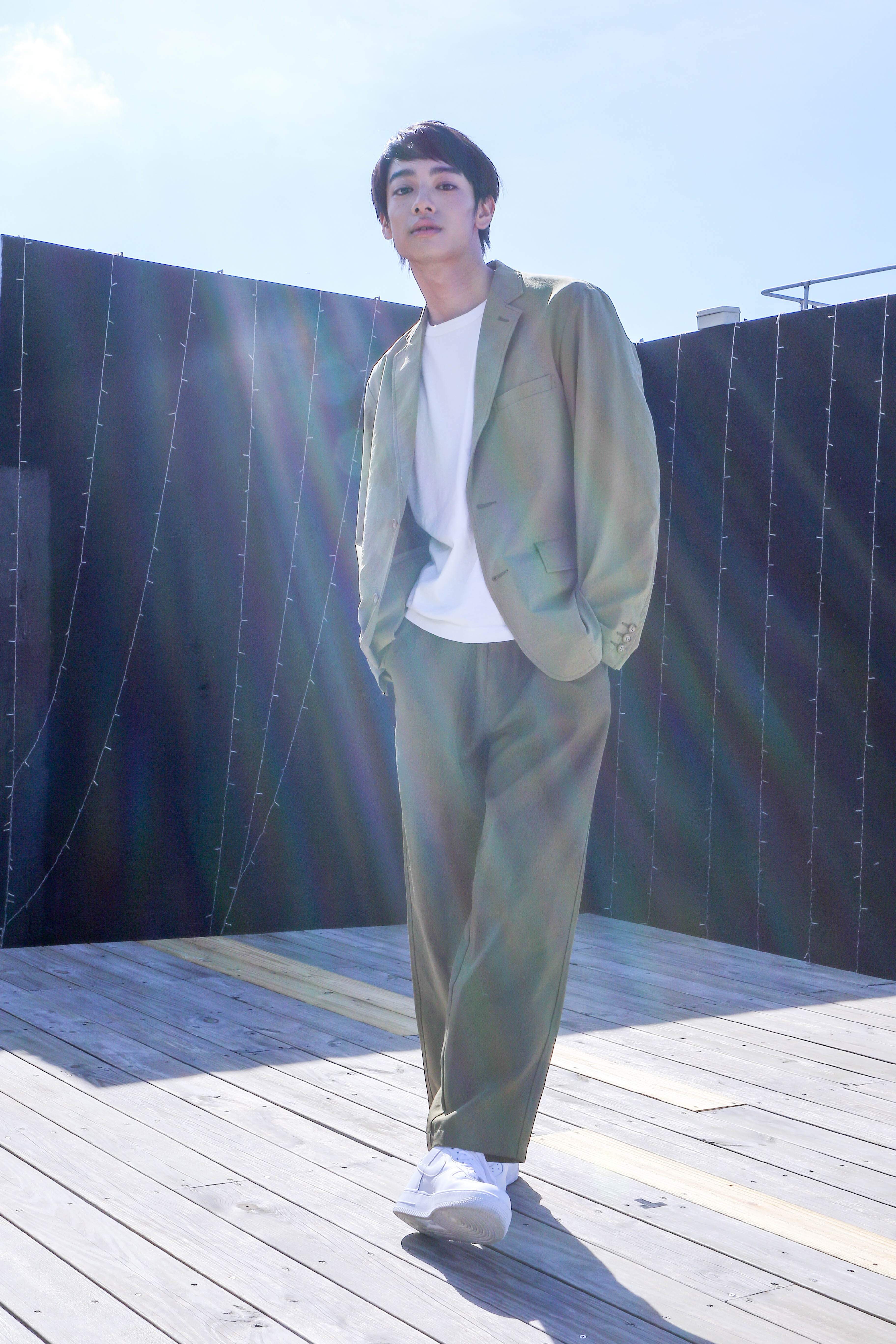 年紀輕輕的劉修甫拍起照來很有氣勢。(圖/非凡娛樂)