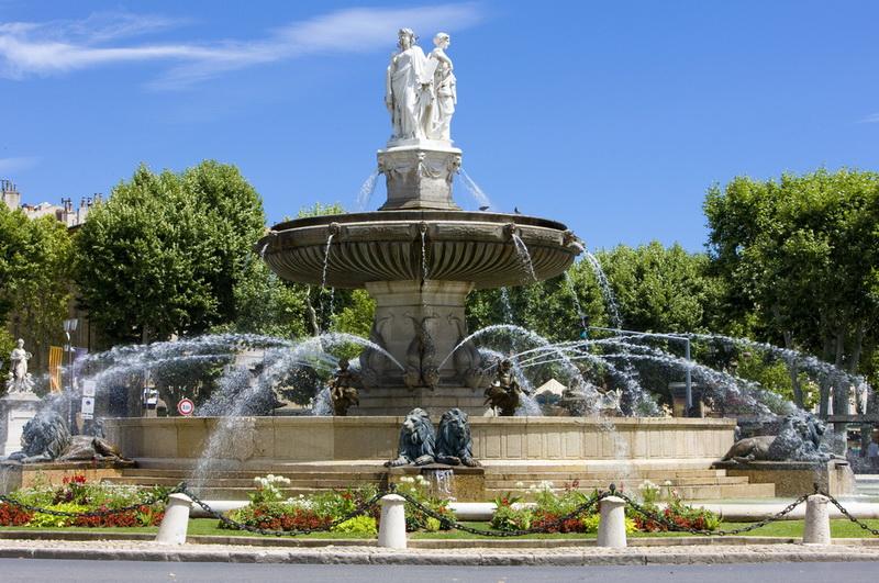 圖/米波拉大道建於十七世紀,長440公尺。圓亭噴泉為大道上最知名的古蹟之一,頂部的三座雕像,讓此溫泉有了「三女神噴泉」的別號。