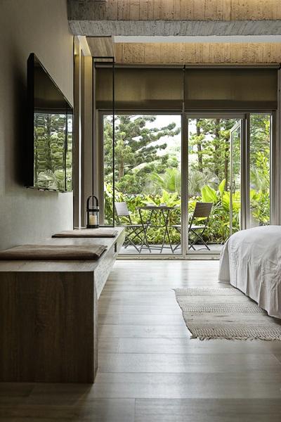 引戶外自然綠意入窗景。攝影/張晨晟