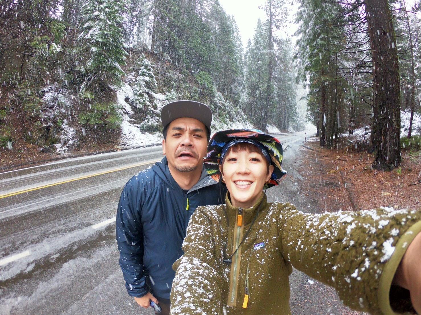 ▲在優美勝地3天的夫妻倆,經歷了好天氣,也遇到大雪,兩人卻完全沒有受到影響,反而樂在其中。