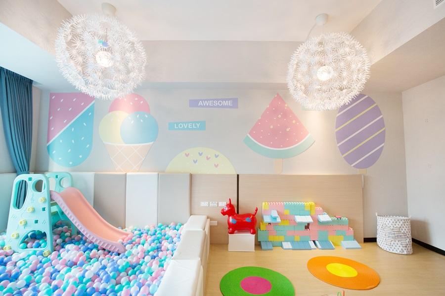 二樓設有親子遊戲室。圖片提供/里亞行旅