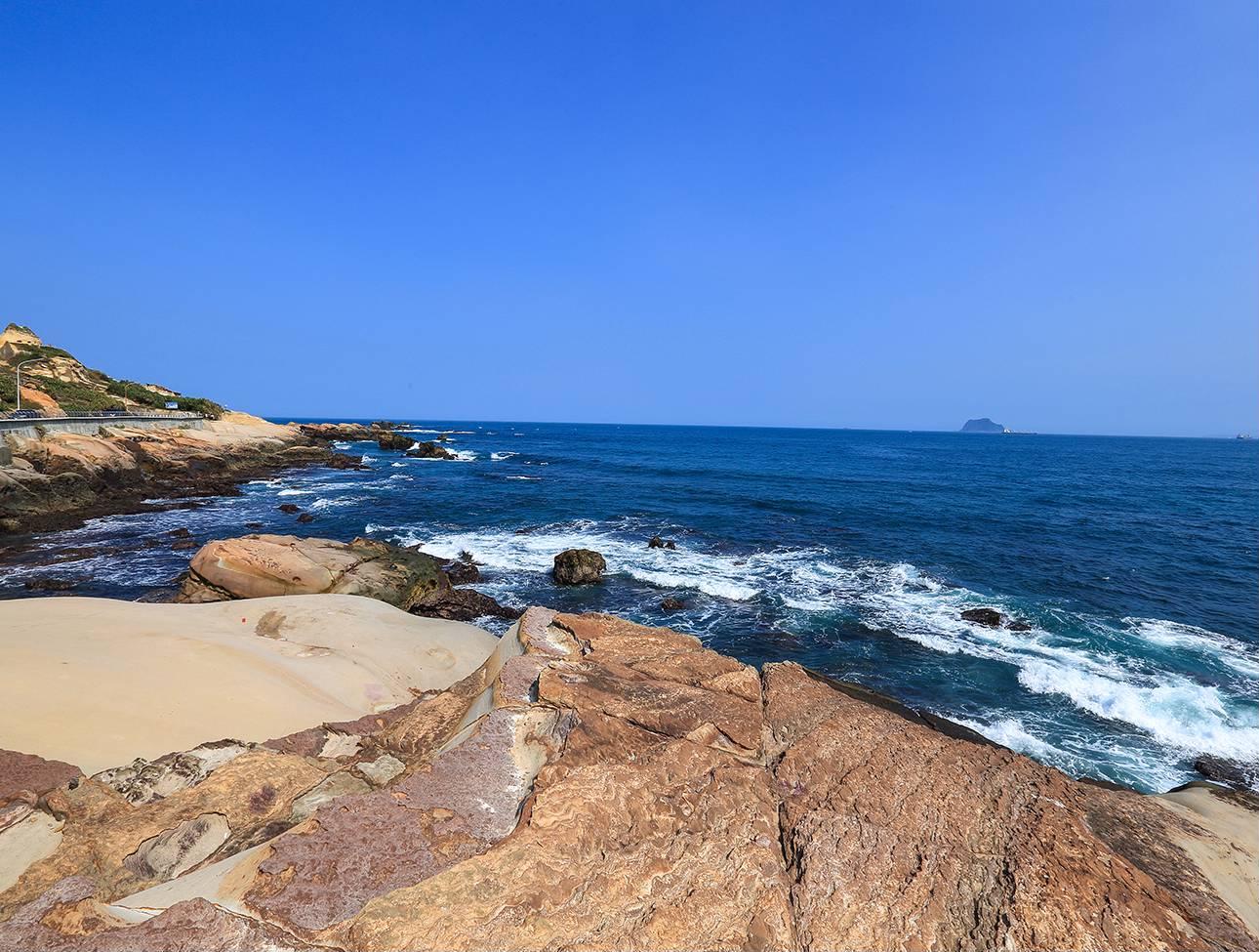 龜吼漁港每年9-11月總會湧入大批人潮搶購新鮮肥美的萬里蟹。圖/新北市觀光旅遊網