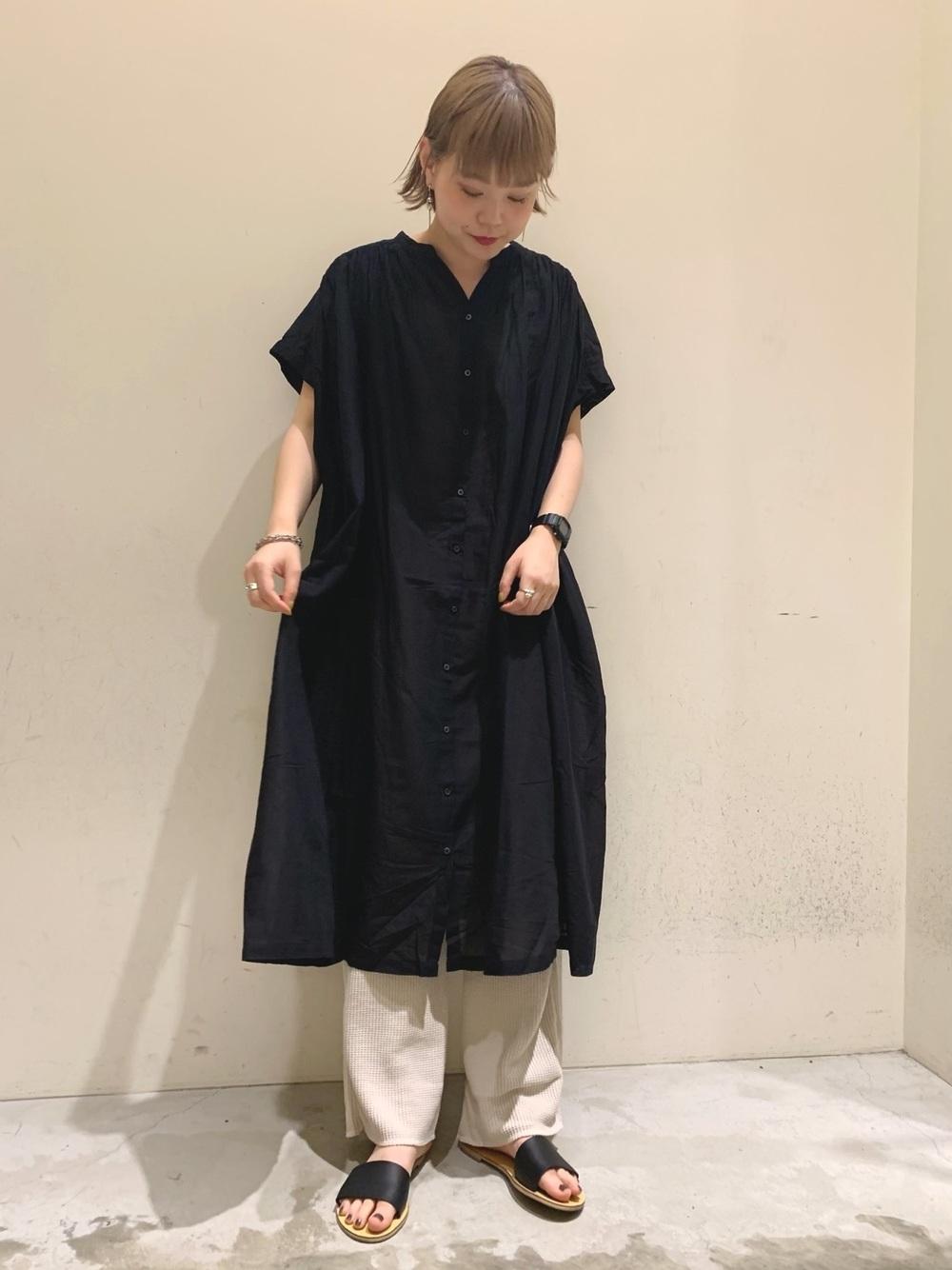 學會長版襯衫多樣穿法就能省時又不失時髦感!