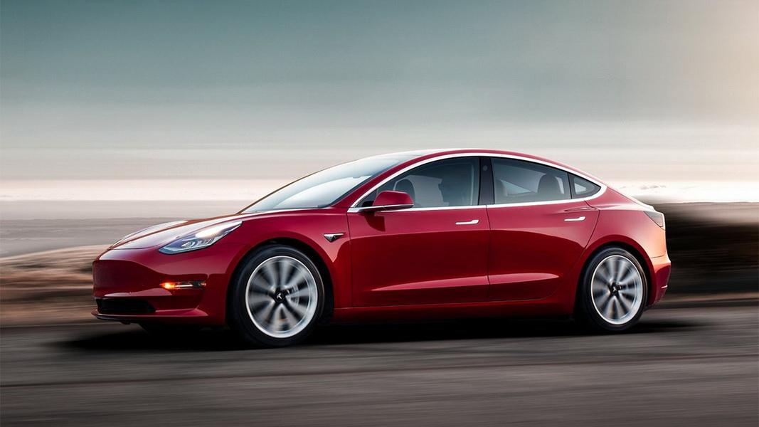 圖/2019 Tesla Model 3採低重心設計,加上堅固的鋁材鈑金與鋼體結構,大大降低遭受撞擊時翻車的風險。