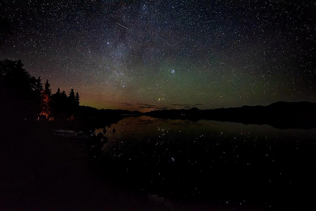 克拉克湖國家公園暨保護區 (Photo by National Park Service, 圖片來源npgallery.nps.gov/AssetDetail/bdef3ecc-70f5-4d20-9fb2-3dc06035716c)