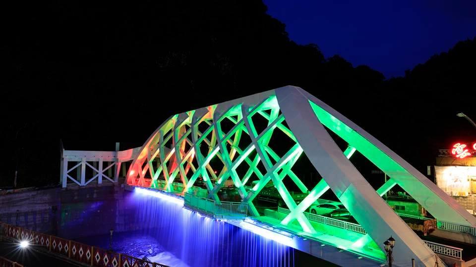 覽勝大橋今晚將舉辦通車典禮,上演精彩的光雕水霧秀。圖/工程圖輯隊