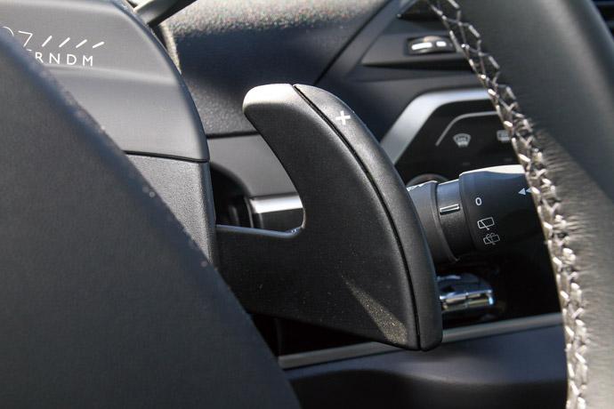 方向盤後方換檔撥片採用MPV上極少見的類F1型式。 版權所有/汽車視界