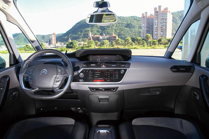 Grand C4 SpaceTourer的座艙與外觀同樣極為跳脫一般MPV常見的造型設計。 版權所有/汽車視界