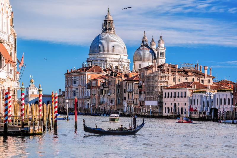 圖/威尼斯城,先人智慧將這座城市建構在潟湖淺灘上,典雅的建築、漫佈其間的水道,絕對是世上獨一無二的浪漫水都。