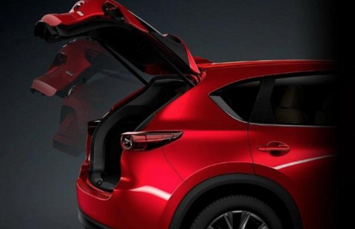 除了標配安全駕駛輔助科技外,2.0 升車型配備有些許變動。