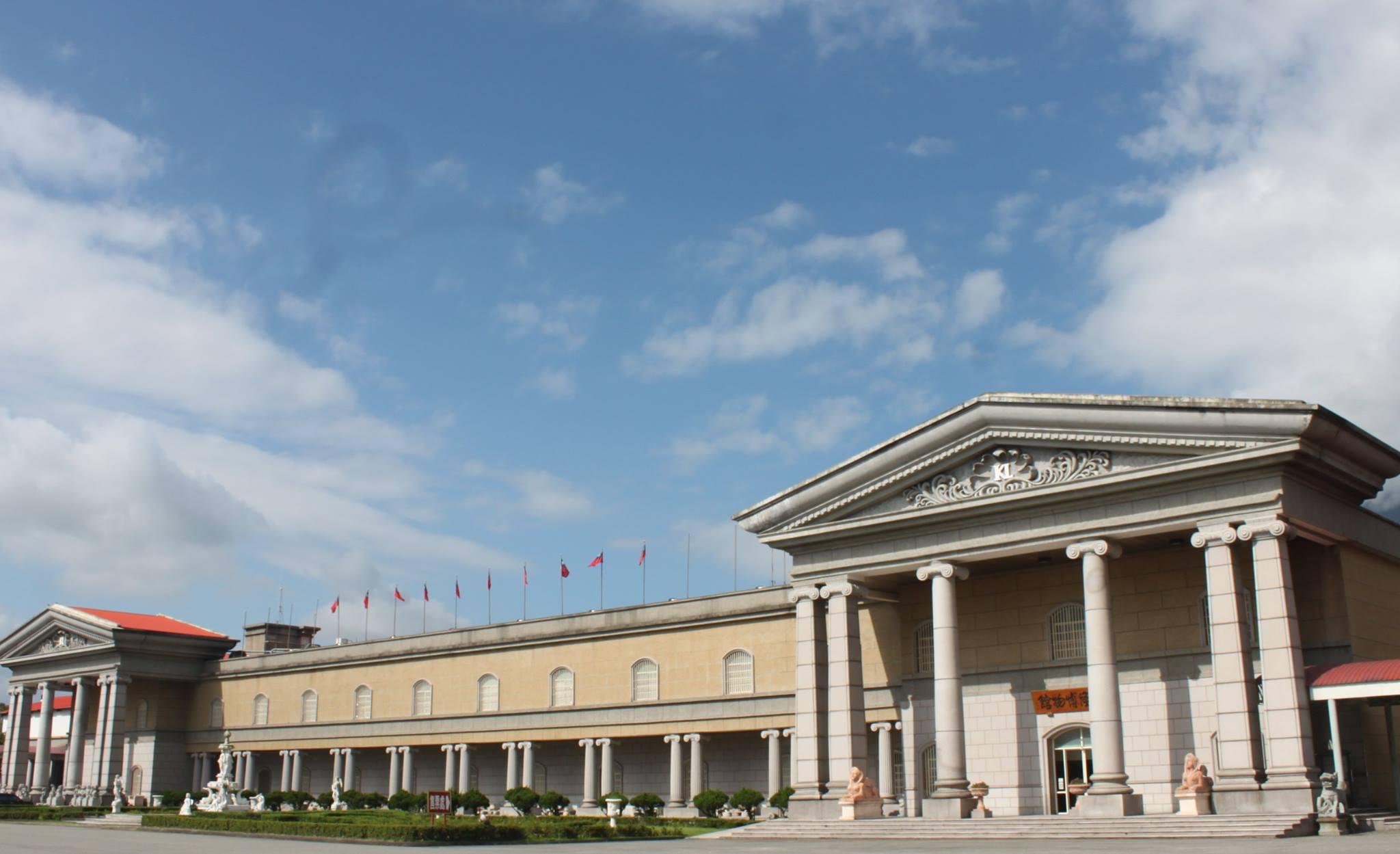 光隆博物館坐落於花蓮新城鄉台9線旁,外觀神似古羅馬時期的萬神殿,既古典又壯麗。圖/光隆博物館臉書粉絲專頁