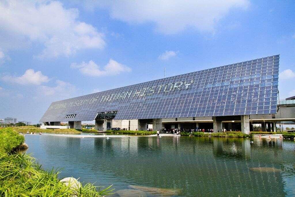 國立台灣歷史博物館面積廣達20公頃,保存大量文史物品。圖/台南旅遊網