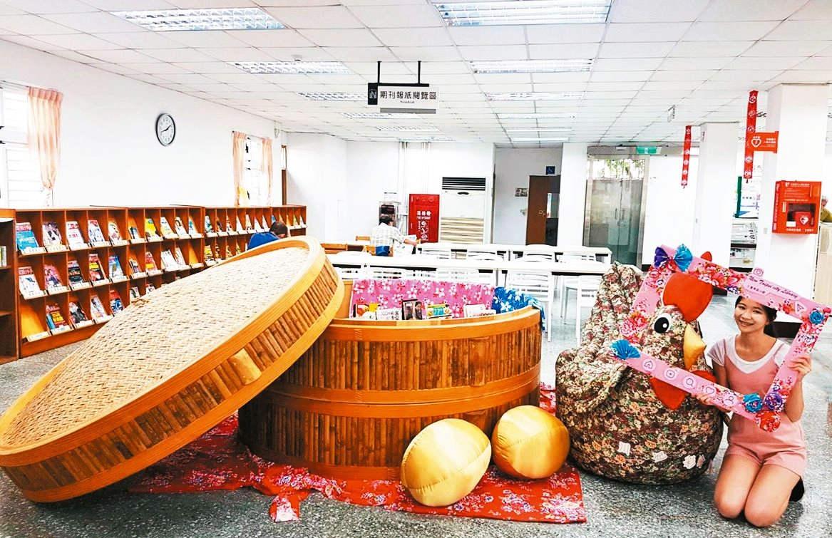 巨型蒸籠矗立在圖書館(圖片來源:新北市立圖書館)