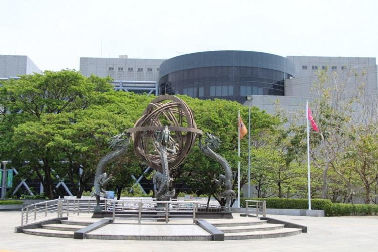 幾何造型的國立科學工藝博物館,是台灣第一座應用科學博物館。圖/高雄旅遊網