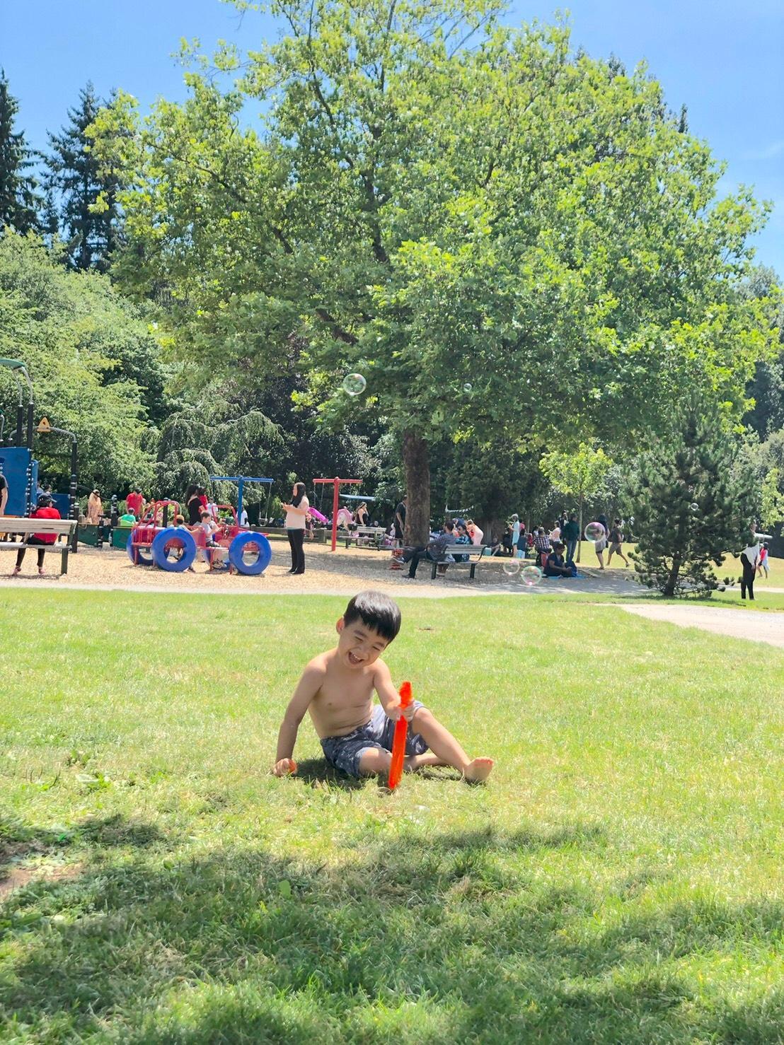 ▲李培禎認為小孩子年紀小, 帶出門玩什麼都會覺得很新奇有趣。