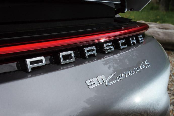貫穿車尾的尾燈線條,並且將車系名稱置放於車尾中央,讓人一眼就能辨識出全新世代的911車尾面容。 版權所有/汽車視界