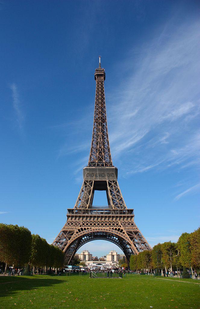 艾菲爾鐵塔 (Photo by LeCardinal, License: CC BY 3.0, Wikimedia Commons提供)