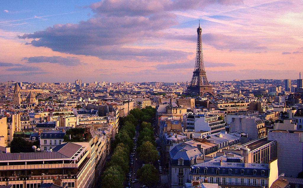 凱旋門景觀 (Photo by Moyan Brenn from Italy, License: CC BY 2.0, 圖片來源commons.wikimedia.org/wiki/File:Eiffel_Tower_from_Arc_de_Triomphe_de_l%27Étoile,_September_2007.jpg)